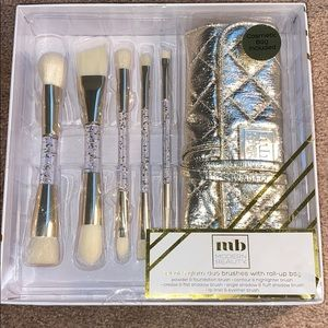 Other - A set of 5 glam duo brushes with a roll up bag.